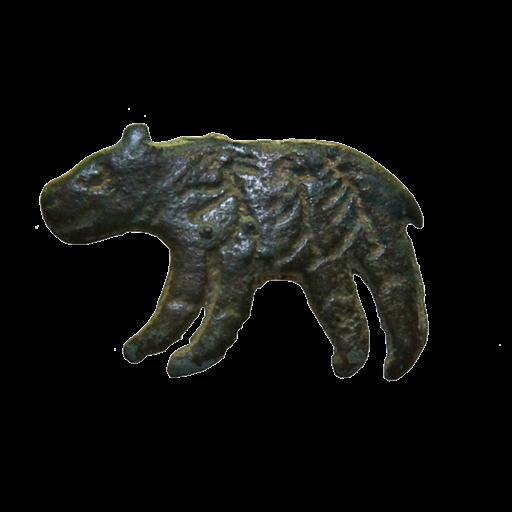 Фигурка медведя с изображениями человеко-лосей на тулове