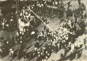Первомайская демонстрация в с. Усть-Вымь. 1931 г. Фотограф - Исаков.